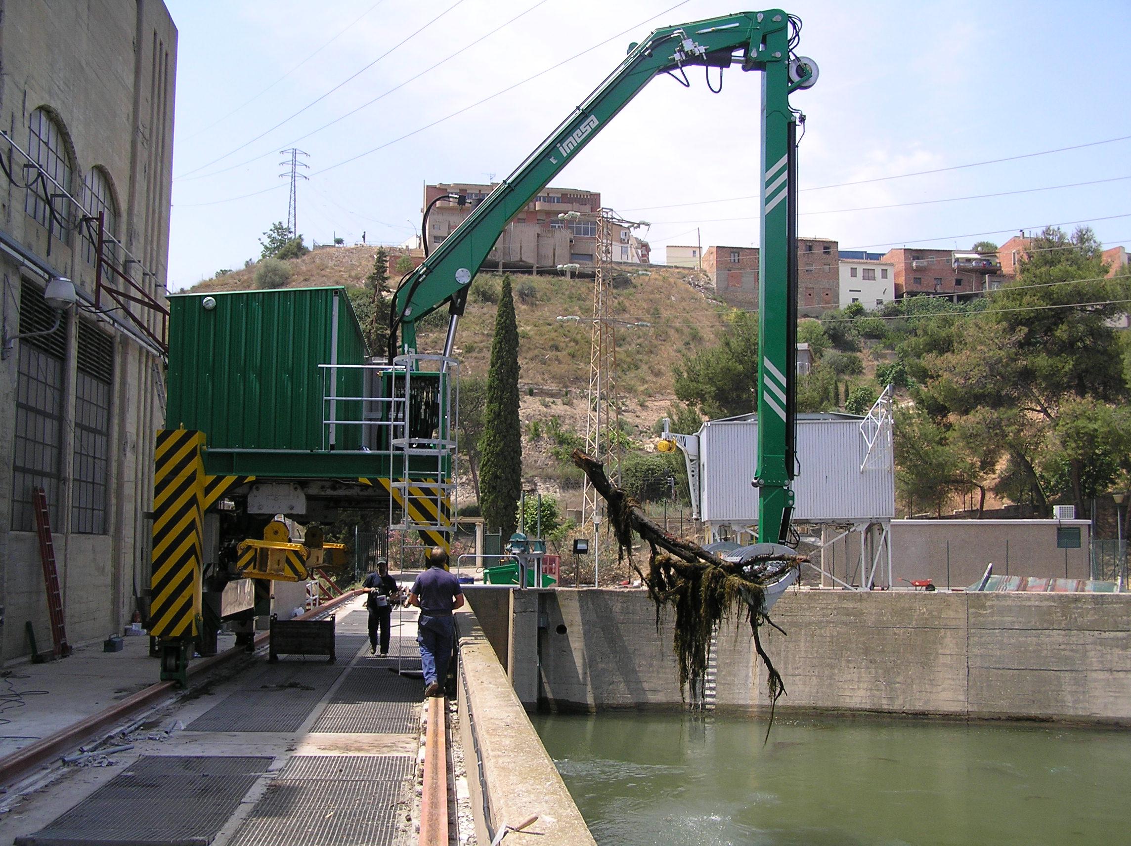 Limpiarrejas en Central Hidroeléctrica Flix